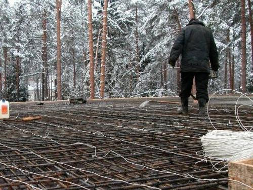 Можно ли оставить опалубку на зиму без бетона. Почему можно строить фундамент зимой