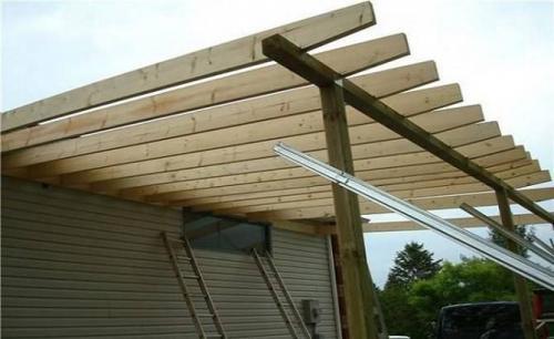 Навес из поликарбоната пристроенный к дому своими руками из дерева. Строительство поликарбонатного навеса с деревянным каркасом