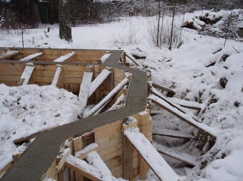 Можно ли в мороз заливать бетон. Бетон и мороз: заливка раствора и эксплуатация конструкций при отрицательных температурах