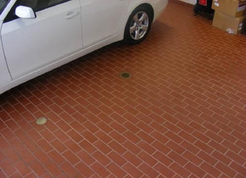 Пвх плитка для гаража. №1. Какой должна быть плитка для гаража?