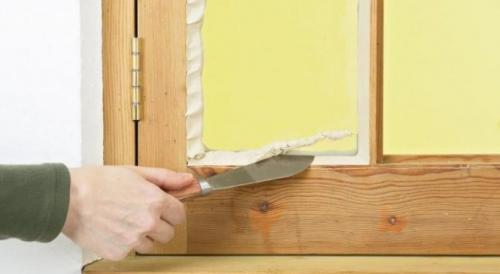 Как утеплить старые окна деревянные. Самый известный способ – утепление газетами