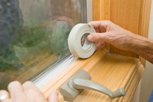 Чем можно заклеить окна. Скотч для утепления окон