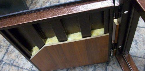Как утеплить железную входную дверь в частном доме. Утепление дверной коробки
